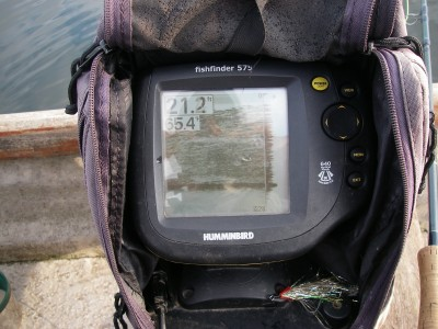 Fish finder showing the massive roach shoals on Chew