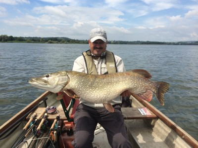 John Horsey with a 32lb 8ozs Chew Pike on the Fly