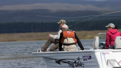 Casting and fishing demo on Otomangakau