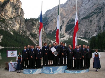 The victorious top 3 teams in Italy